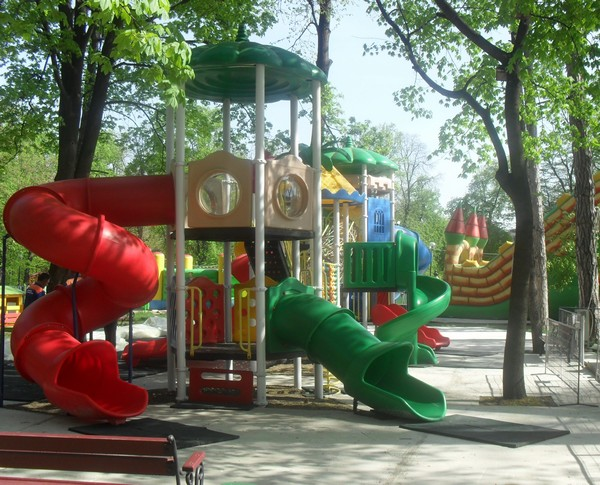 loc joaca parcul mihai eminescu