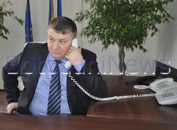 Florin Turcanu vorbind la telefon