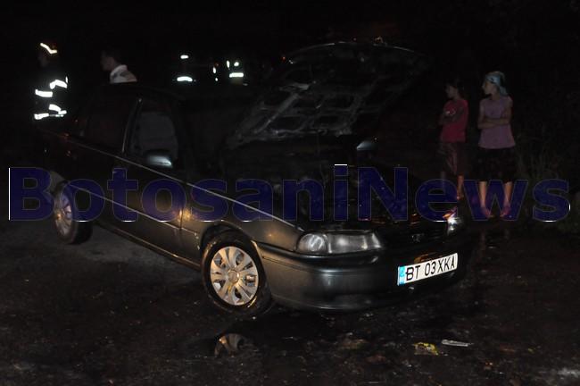 masina arsa pe strada Izvoarelor Botosani