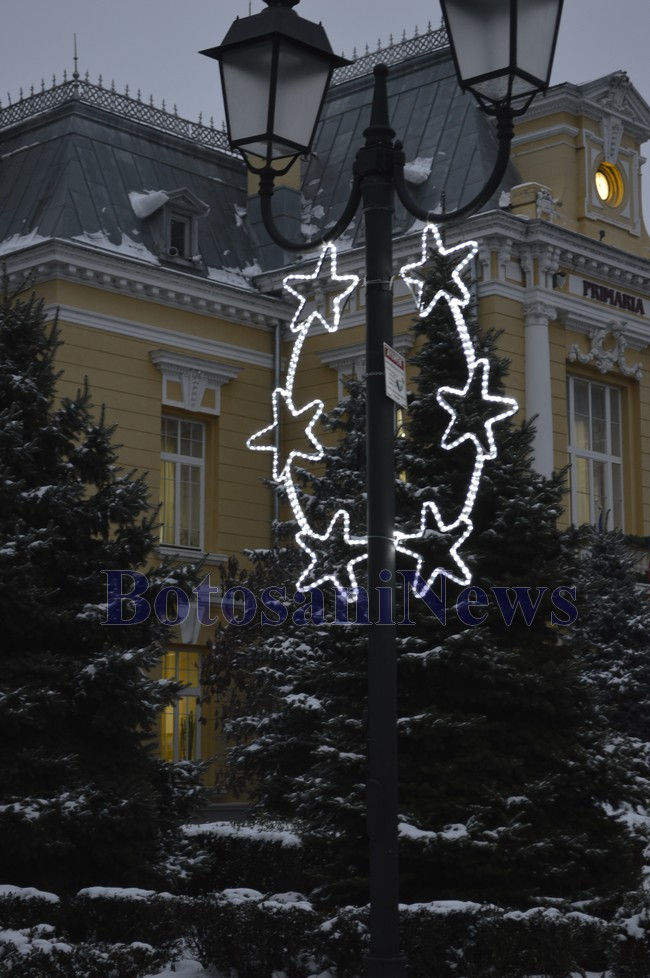 iluminat festiv, stiri, botosani, craciun, impodobit, instalatii, botosani