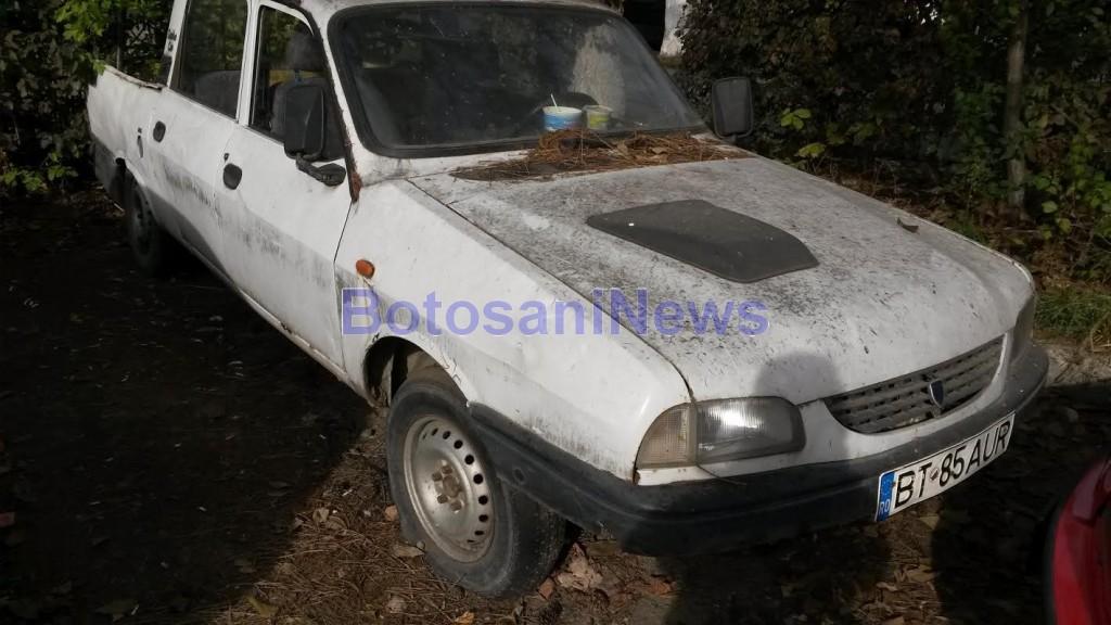 masina abandonata in parcare- Botosani