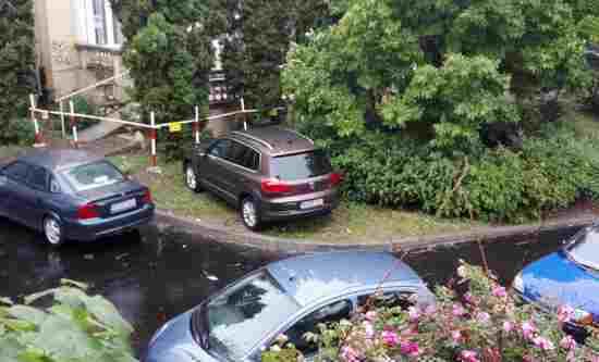 masina parcata la Casa Sindicatelor- Botosani