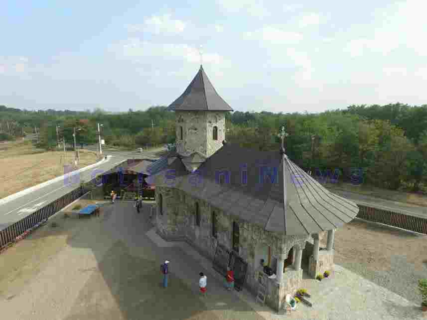 biserica-de-piata-sf-cuvios-ioan-iacob-cuzlau-botosani