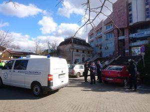 echipa pirotehnica SRI la Finante Botosani in cazul alarmei cu bomba