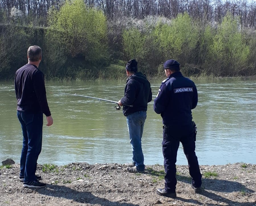 jandarmi actionand la pescuitul ilegal la Botosani 1