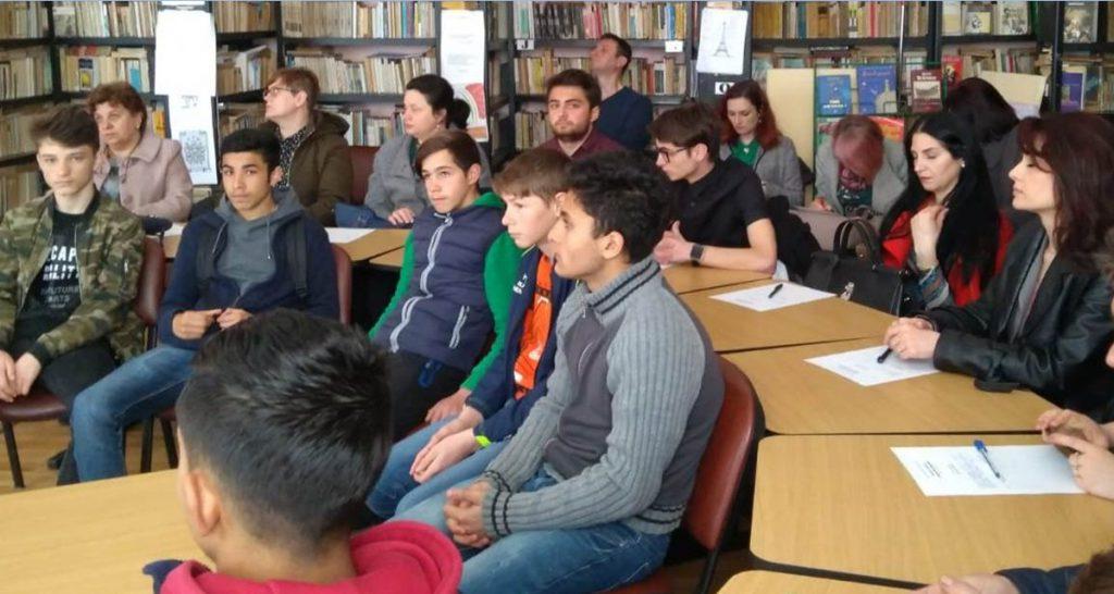 simpozion pe tema prevenirii consumului de droguri la Liceul Petru Rares Botosani