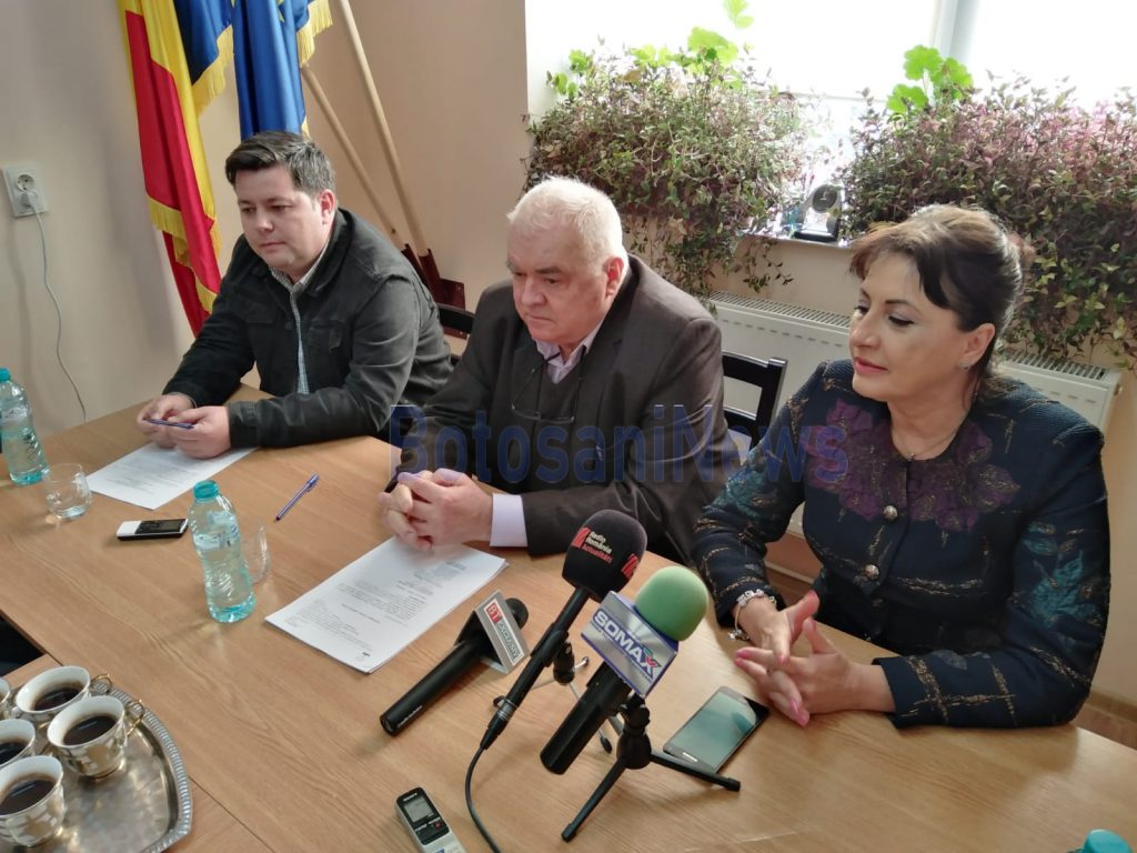 Deputatul Tamara Ciofu alaturi de primarul comunei Baluseni, Neculai Stratulat