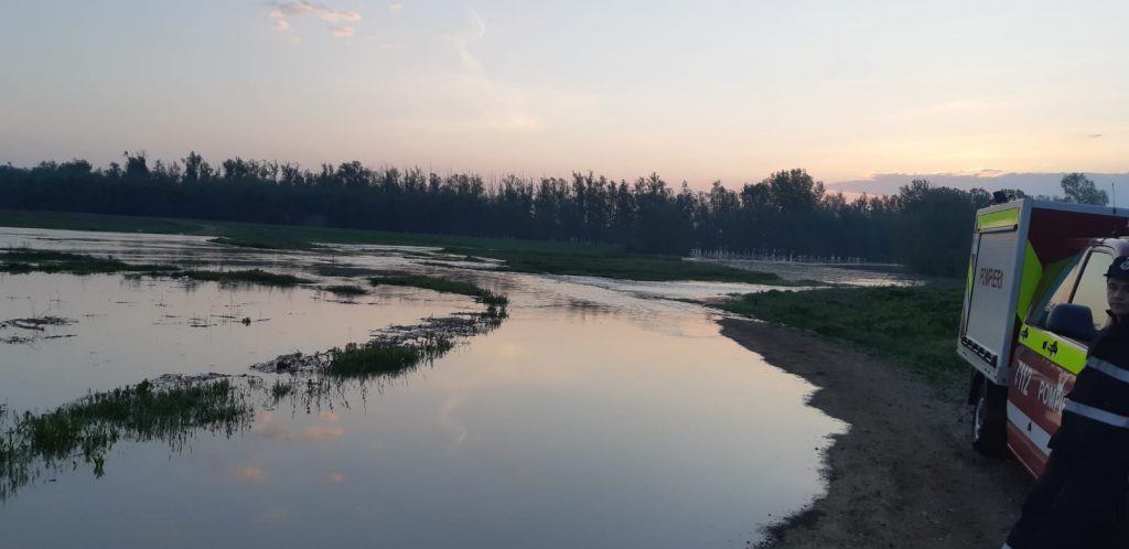 inundatii pe Prut la Baranca- Hudesti din judetul Botosani (2)