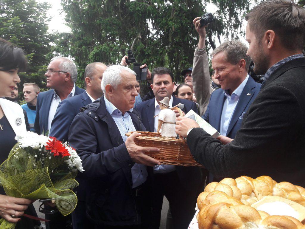 ministrul agriculturii, Petre Daea, la Targu agro de la popauti