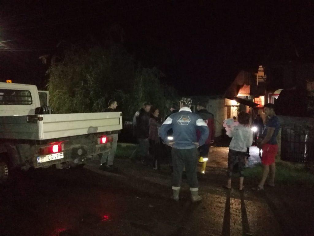 evacuare persoane din calea apelor la Todireni- Botosani