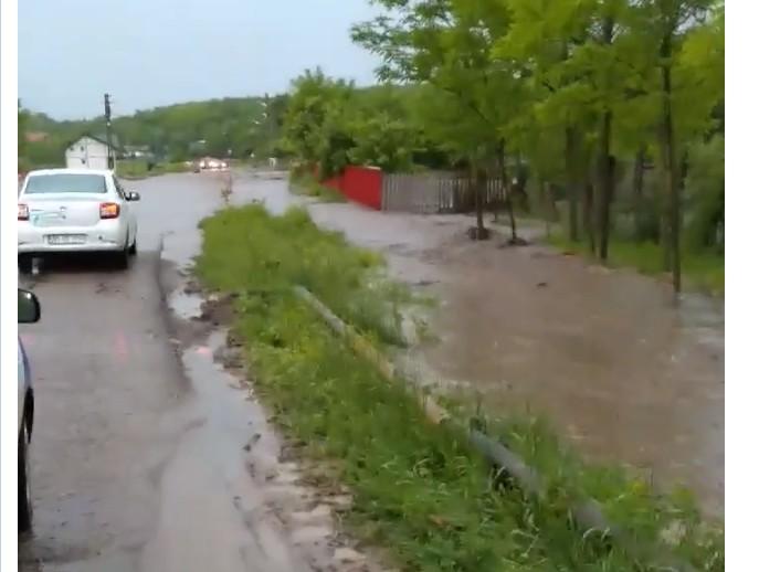 inundatii la intrarea in Todireni- Cernesti- Botosani